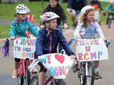 children on bicycle thanking R.C.M.P.